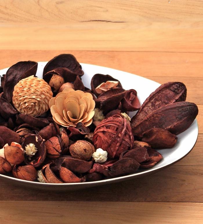 deco automne a faire soi meme pot pourri café et cannelle avec decorations de saison en marron