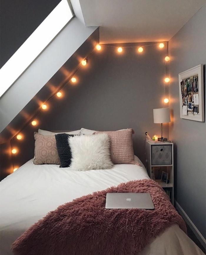 deco petite chambre cocooning peinture murale grise aménagement chambre sous comble ado coussins décoratifs