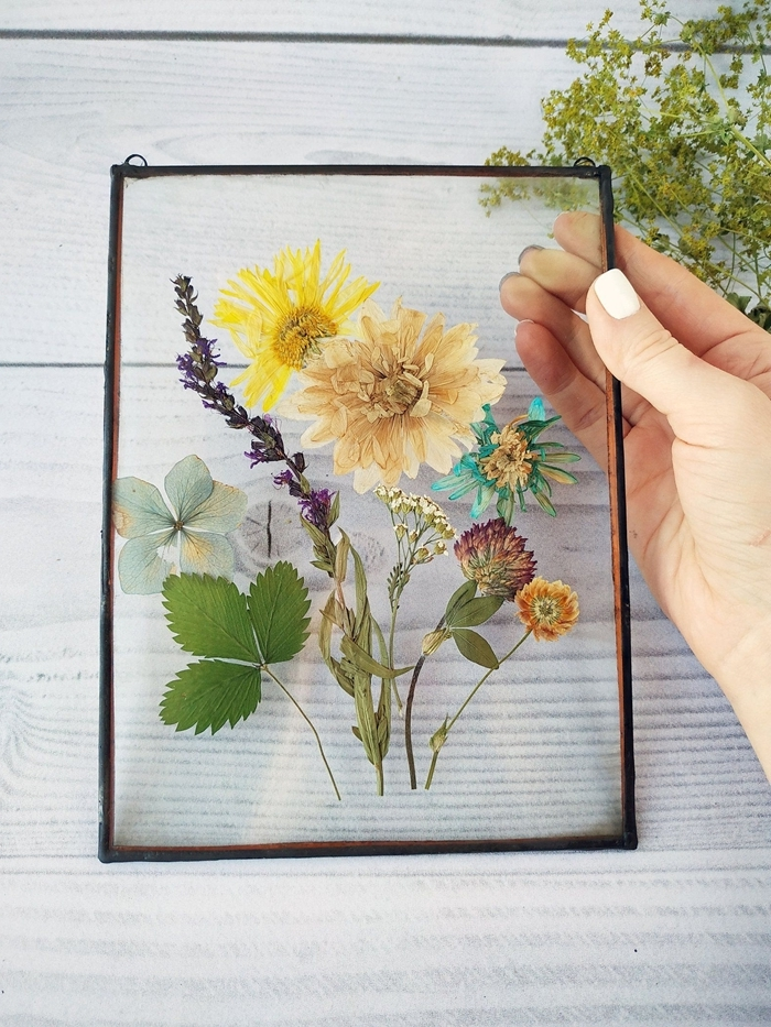 decoration avec fleurs sechees diy cadre photo verre technique pressage fleur et herbes création avec fleurs