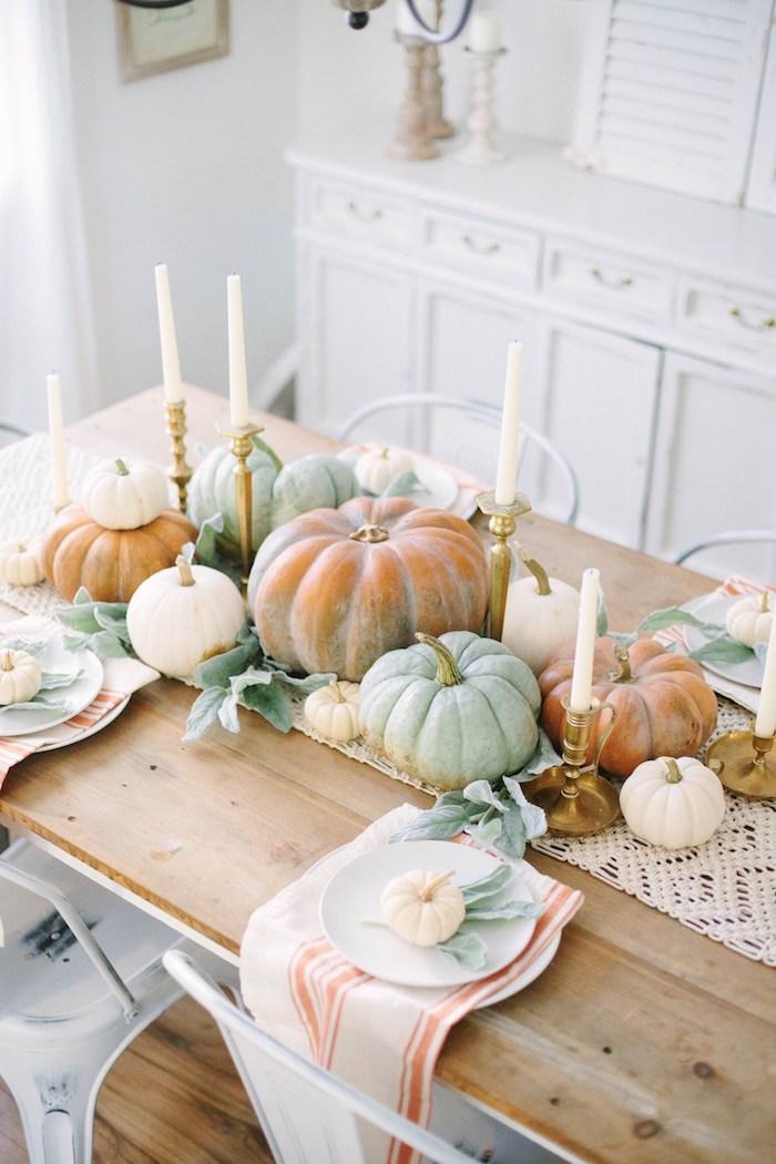 decoration de table originale avec des citrouilles deco parfait pour action de graces