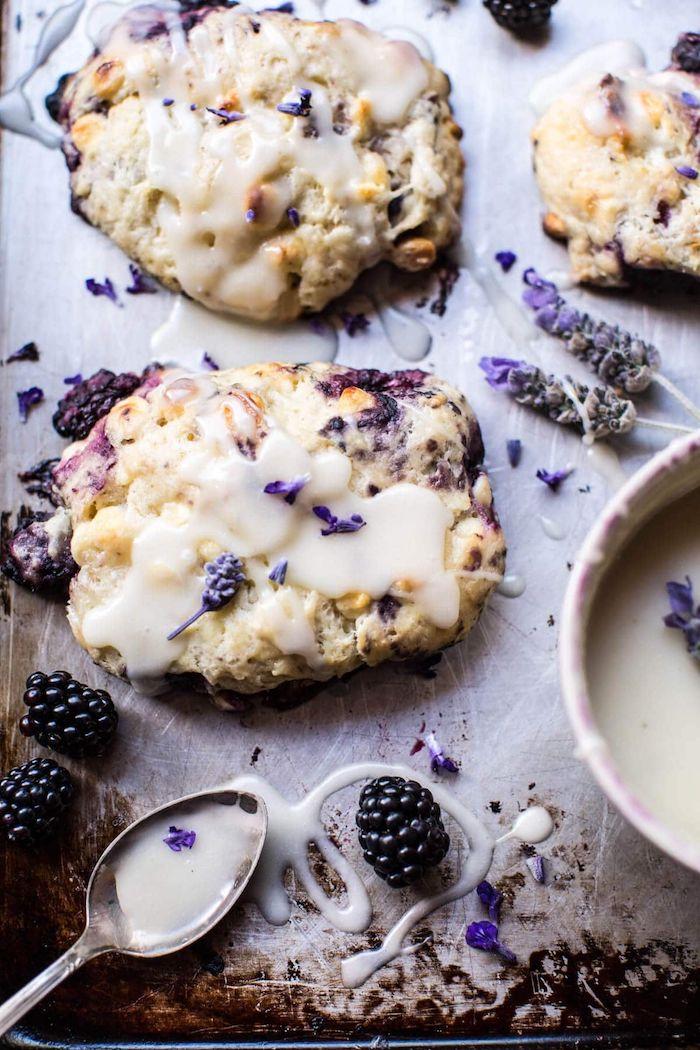 des biscuit cookies au lavande avec de chocolat blanc et des mures comment cuisiner