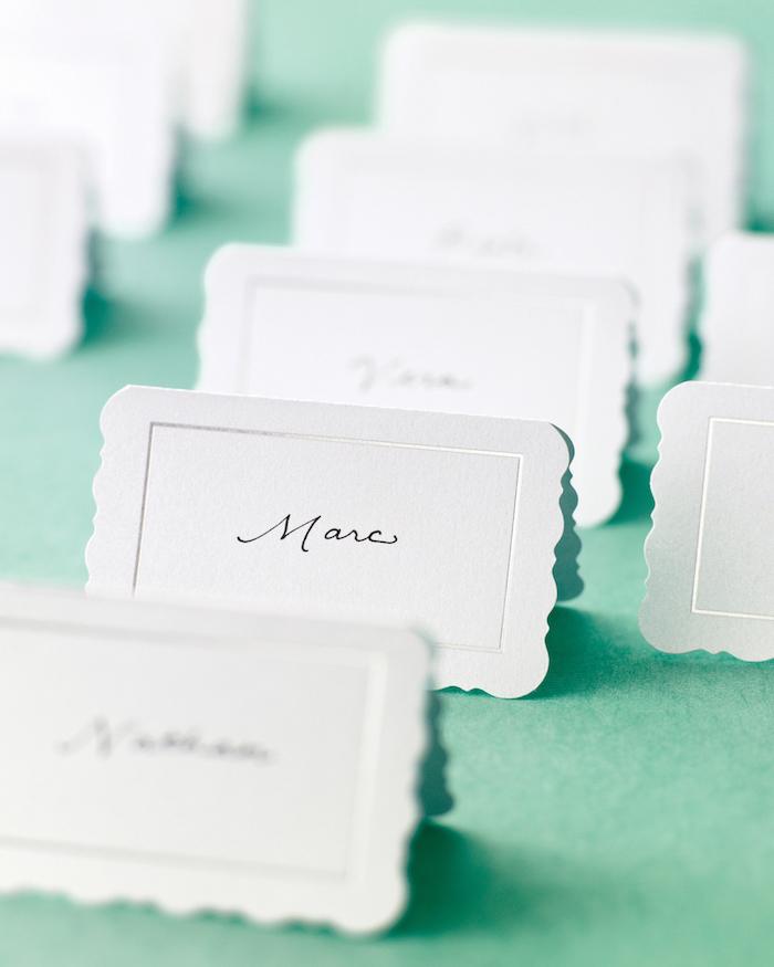 des cartes en papier pour les places des invites comment organiser un brunch maison