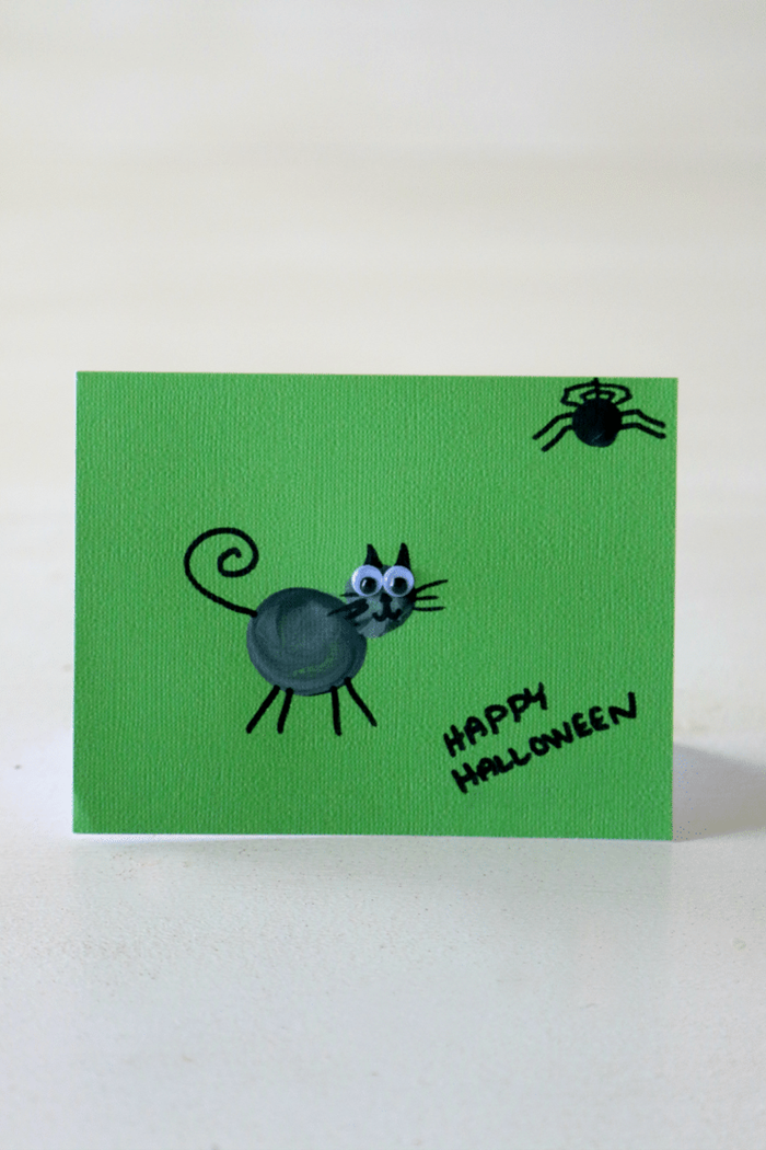 dessin halloween facile a faire papier cartonné vert dessin chat noir yeux mobiles araignée dessin simple joyeux halloween