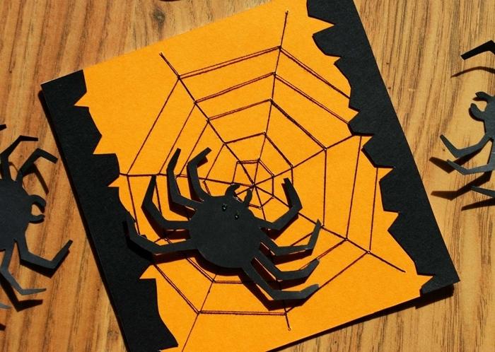 diy carte halloween papier cartonné orange bordure feuille noire figurine araignée 3d yeux perles noires araignée fil