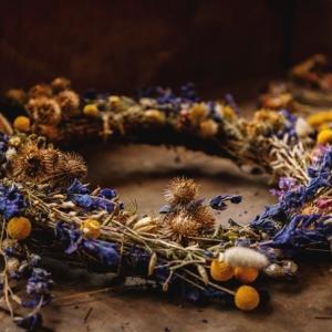 Couronne de fleurs séchées et d'autres créations fleuries à faire soi-même