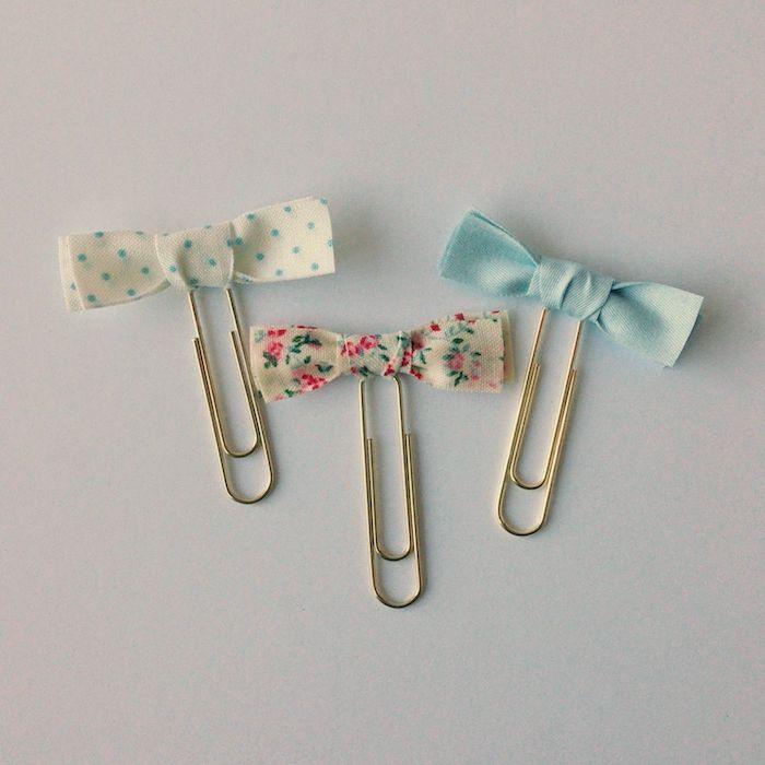 diy tissu facile des bandes de tissu transformées en petits noeuds de papillon marque page diy simple