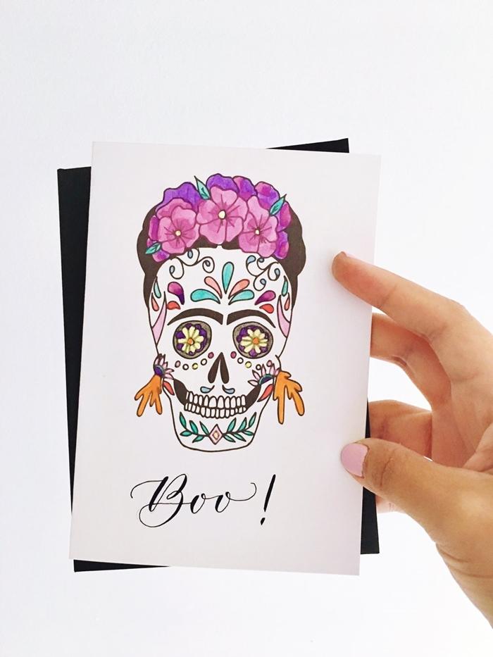 ecriture halloween facile lettres boo célébration fête effrayante octobre dessin crâne motifs floraux couronne tête