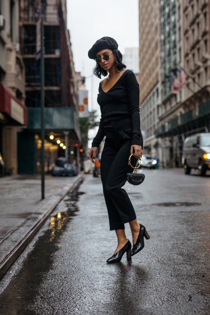 ensemble femme chic pantalon longueur cheville noir blouse noire décolleté en v look total noir femme stylée