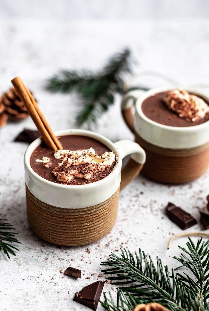 exemple de chocolat chaud maison vegan avec cacao et lait d amande et de coco recette boisson vegan