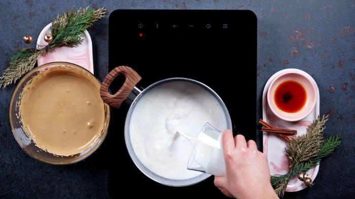 faire chauffer du lait de coco dans une casserole pour faire une boisson chaude maison originale recette lait de poule