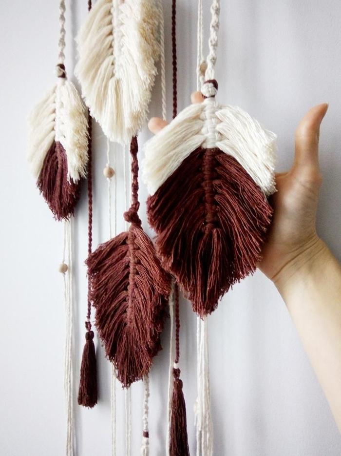 faire du macramé facile technique tressage noeud macramé débutant suspension murale avec cordes et plume fil macramé