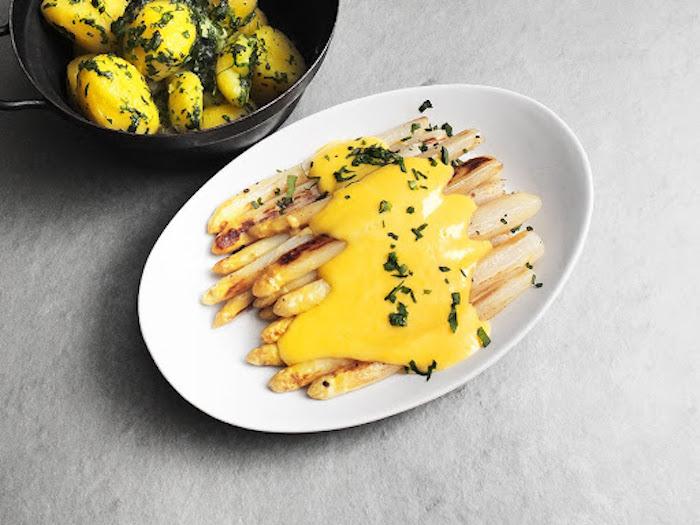 faire un brunch recette des asperges au sauce hollandaise et persil comment prepaer