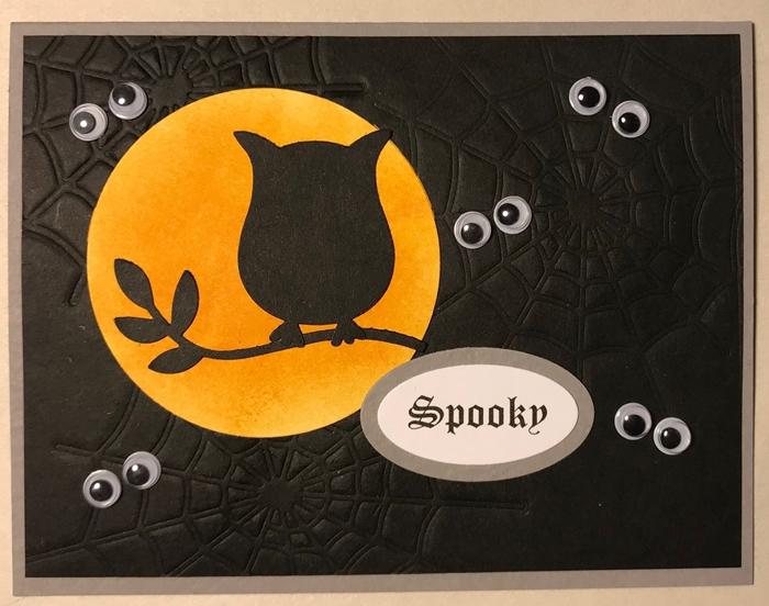 figurine hibou en papier noir branche arbre activité halloween maternelle carte avec yeux mobiles fête effrayante octobre