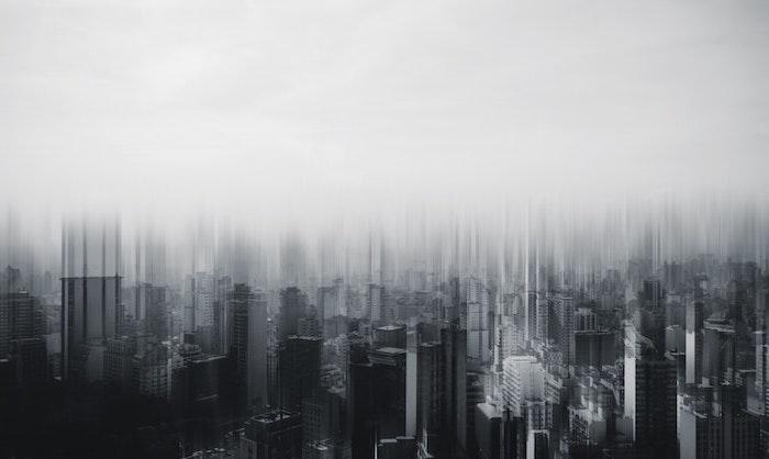 fond d ecran en noir et blanc des batiments grands sous un brouillard fond ecran aesthetic fond d'écran esthétique