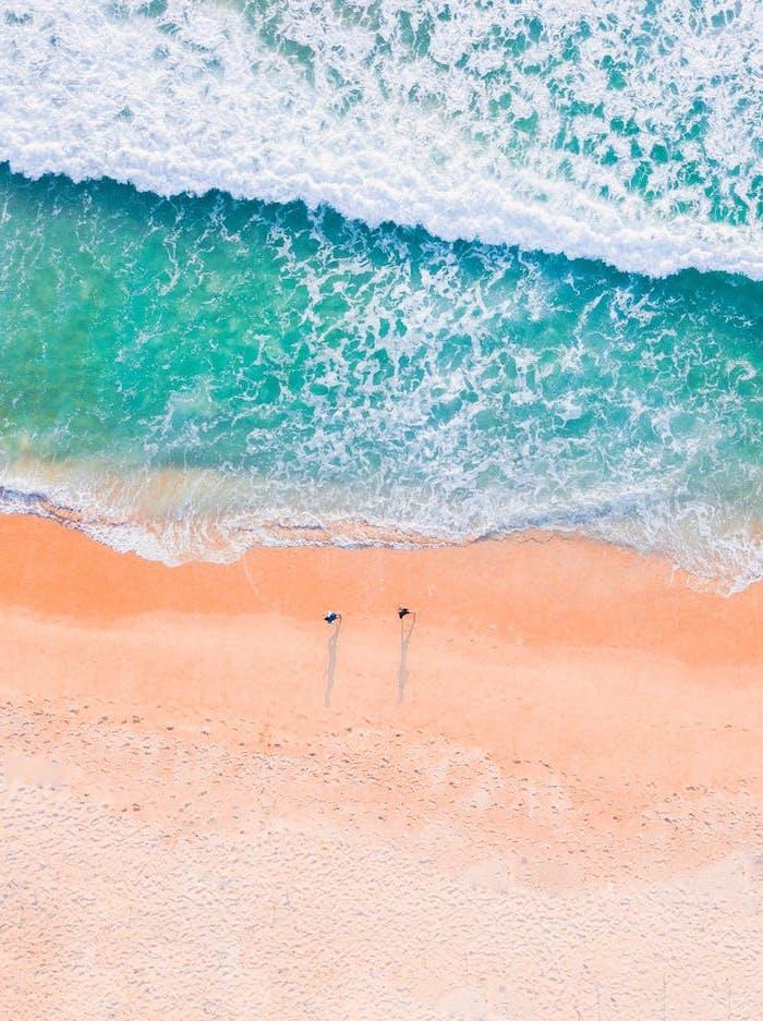 fond d ecran pour ordinateur une palge a la mer en couleurs pastels