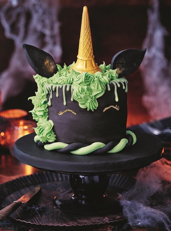 gateau anniversaire halloween ganache noire dessin yeux licorne marqueur comestible crème menthe cornet crème glacée