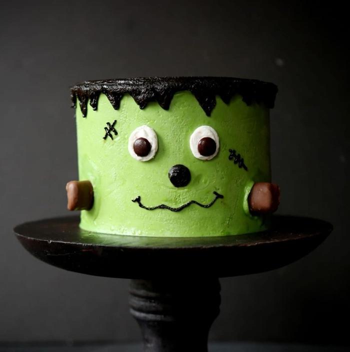 idée gateau monstre halloween pour enfant glaçage colorant alimentaire vert chocolat fondu yeux monstre chocolat