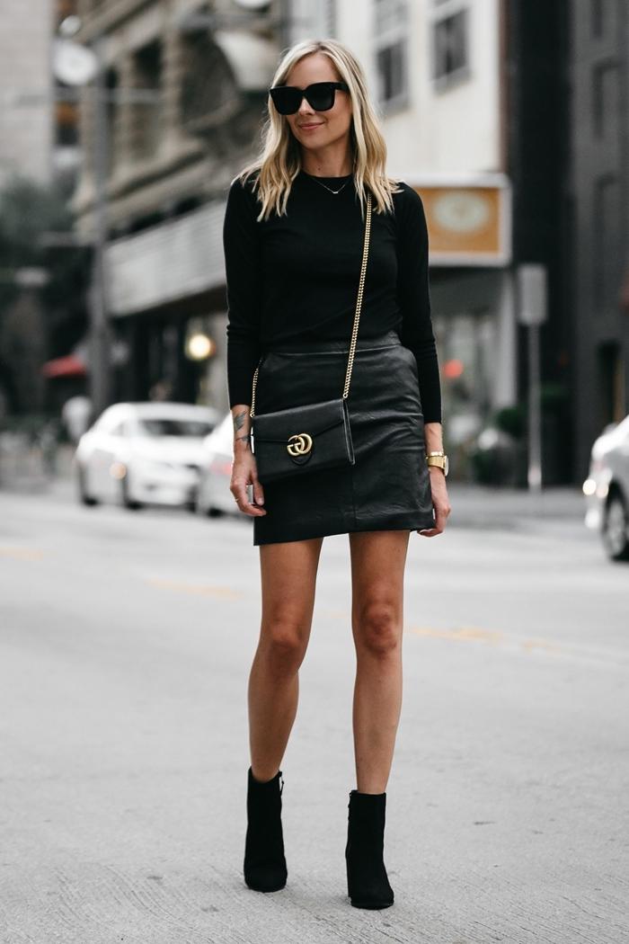 idée tenue femme look total noir vêtements automne tenue bottines velours noir talons blouse noire jupe courte taille haute