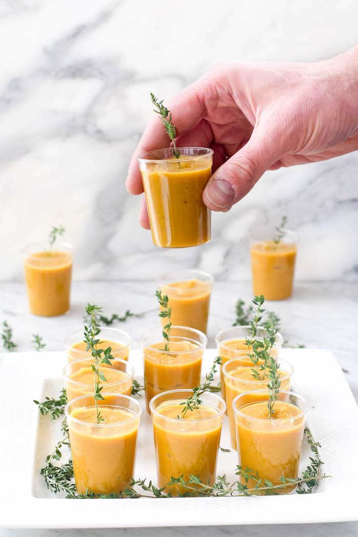 idée verrines apéritives maison de courge butternut aux épise soupe velouté apéro réconfortant