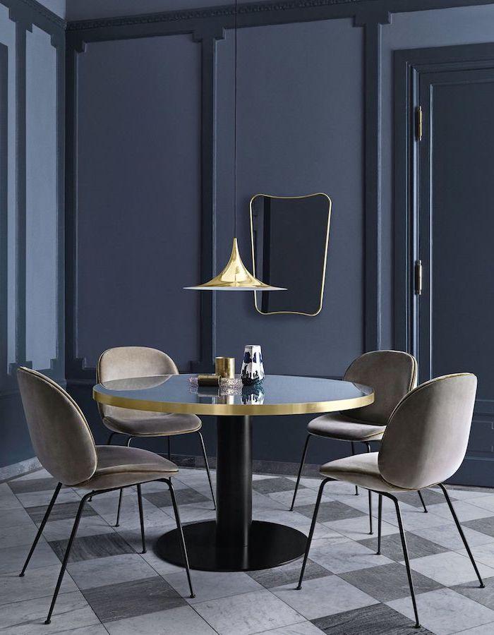 idee d amengament d une petite cuisine choix extravagant avec des murs noirs une table basse avec des bords d orees
