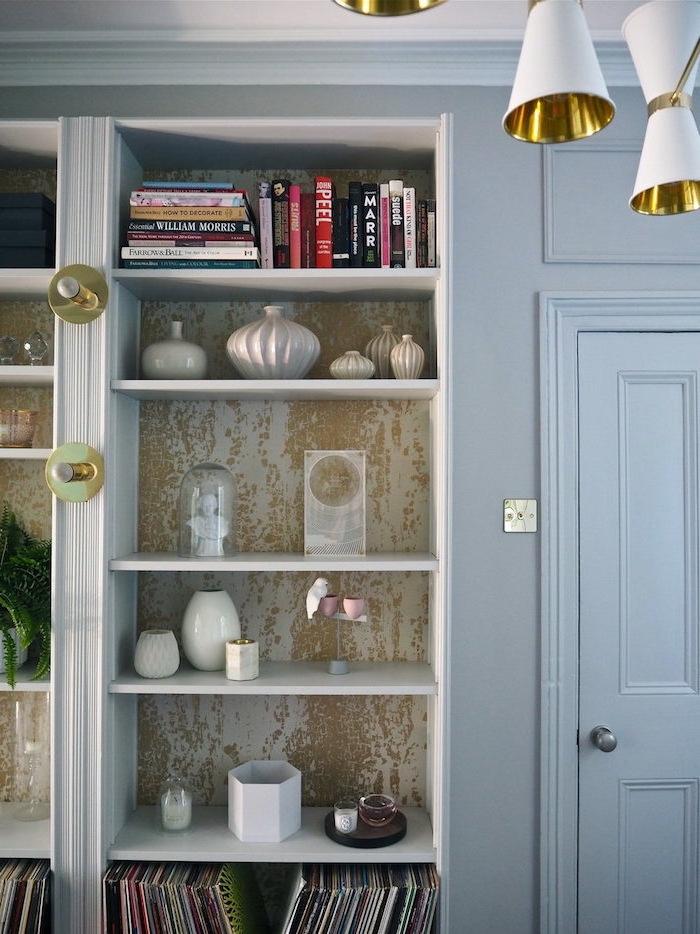 ikea bibliotheque billy peindre meuble cuisine ikea des vases et des livres meuble recouvert de papier peint