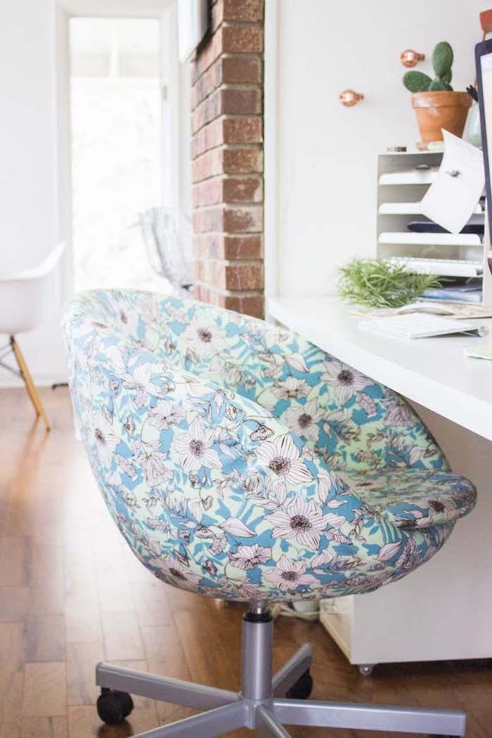 ikea fauteuil skruvsta comment retapisser revetement adhesif un cabinet avec mur de tuiles et parquet au sol
