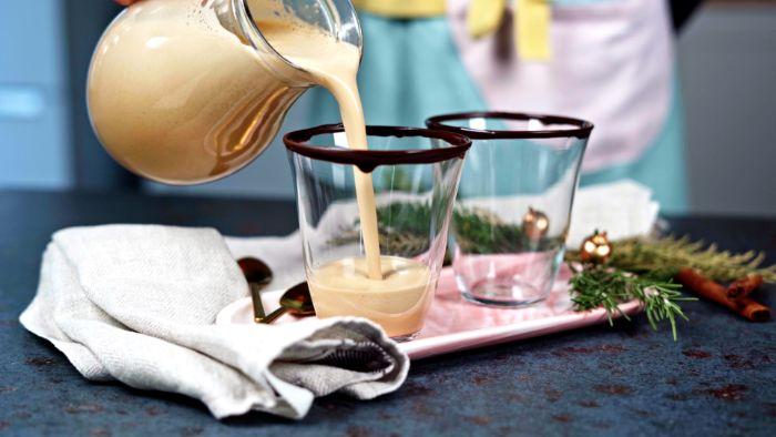 lait de poule recette originale à base de lait de coco des jaunes d oeufs et sucre muscovado aux épices