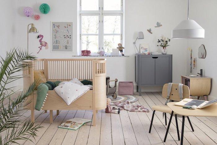 lit bois enfant mobilier à la hauteur de l enfant idée chambre cocooning bébé montessori en pastel