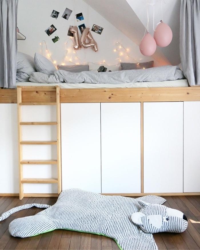lit mezzanine échelle bois rangement chambre ado fille 14 ans coussins décoratifs linge de lit nuances de gris