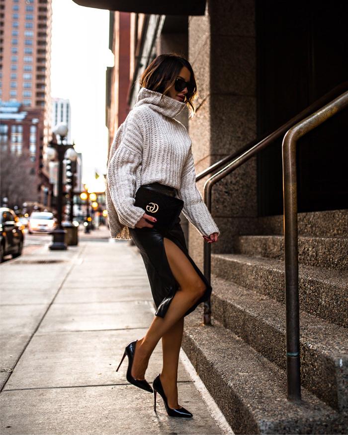 lunette de soleil tendance femme chaussures talons jupe cuir noir longue fendu pull oversize beige mode felle hiver