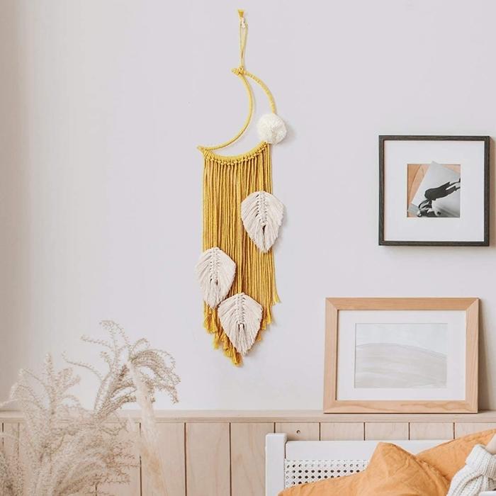 macramé mural tuto facile à faire soi même décoration murale cadre photo noir suspension cerceau bois corde jaune moutarde
