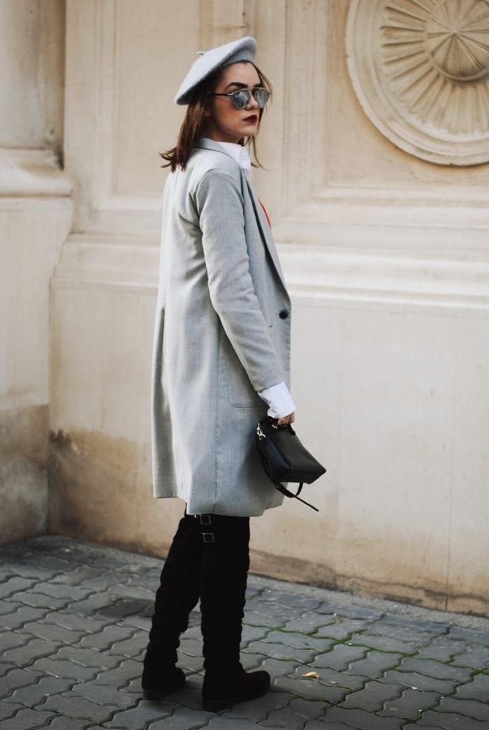 manteau long gris boutons noirs bérét gris lunetts de soleil miroir sac à main cuir noir style parisienne cuissardes velours