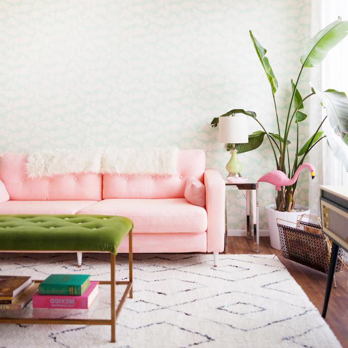 meuble ikea salon un canape retapisse en tissu rose pred d une grande palnte verte