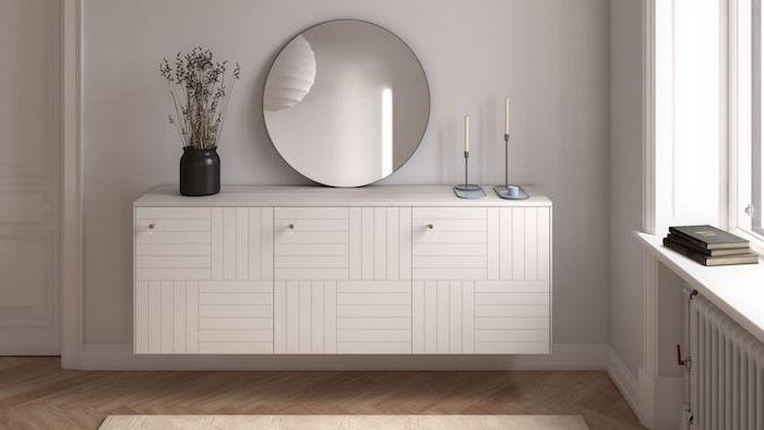 meuble ivar ikea en blanche dans le sallon un miroir cercle avec deux bougies et une vase a fleurs