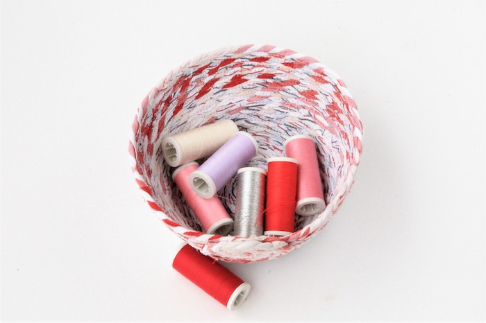 min bol en ficelle de chutes de tissu que faire avec des chutes de tissu tuto couture idée originale activité manuelle adulte