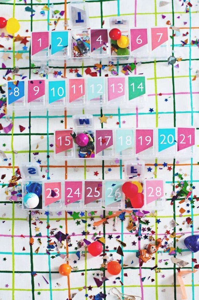 mini boites en plastique pour votre calendrier de l avent maternelle simple numéreauté avec des confettis et autres decorations festives