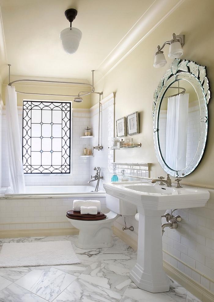 miroir chrome applique murale salle de bain vintage peinture murale beige fenêtre carreaux rangement mural d angle