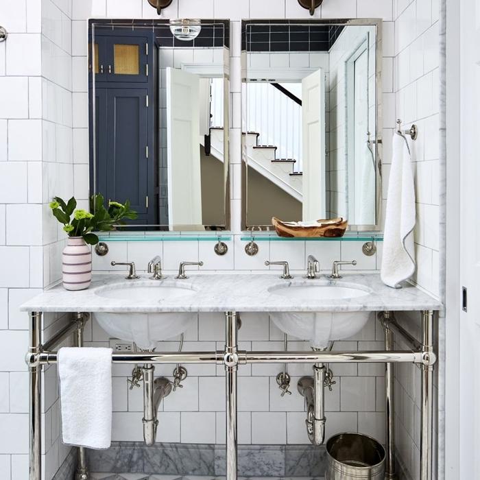 miroir vase blanc idee deco salle de bain évier marbre blanc et inox robinet carrelage salle de bain marbre gris