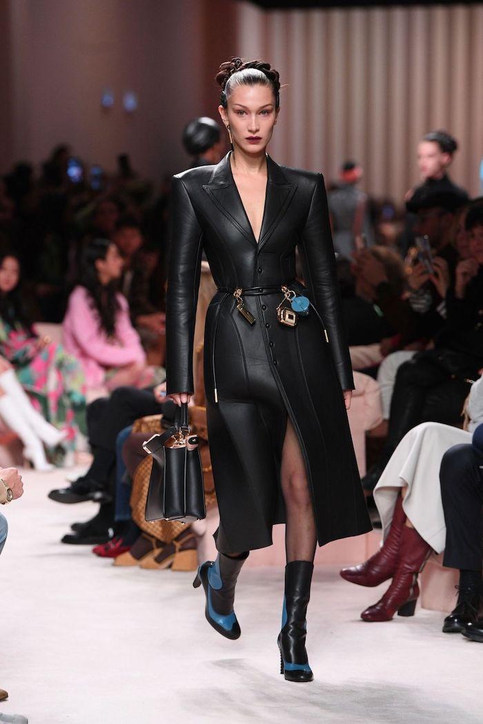 mode 2020 femme bella hadid pour fendi vetue en manteau et bottes de cuir mat cheveux en chignon