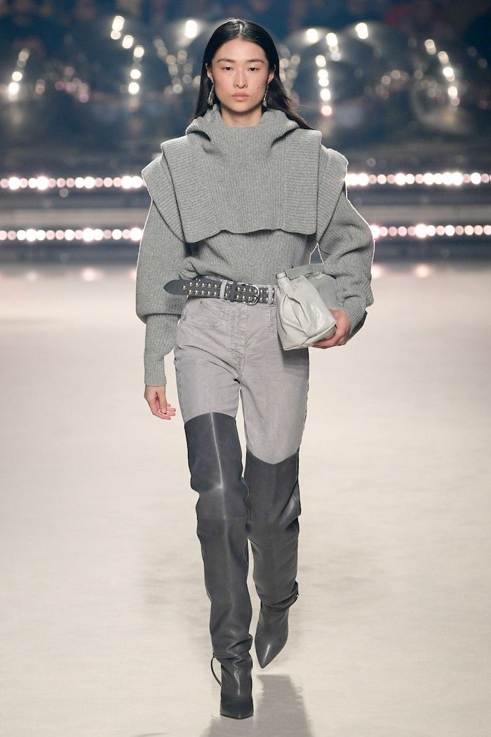 mode automne hiver 2020 miu miu idee de tenue en pantalon des bottes hautes et un pull tricote