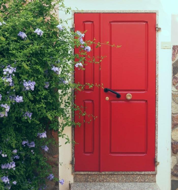 modele de porte rouge pourquoi choisir une porte d entrée sur mesure astuces pour changer de porte d entrée