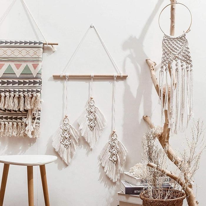 objets ethniques décoration macramé chambre bohème branches bois corde macramé tapisserie murale glands