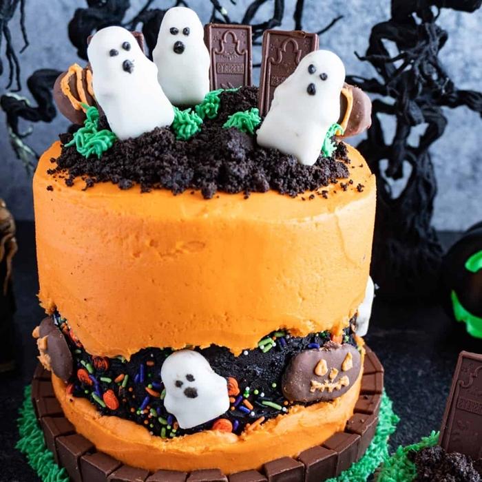 patisserie halloween gâteau biscuits oréo cookies écrasées fantôme fondant sucre pâte sprinkles décoration dessert