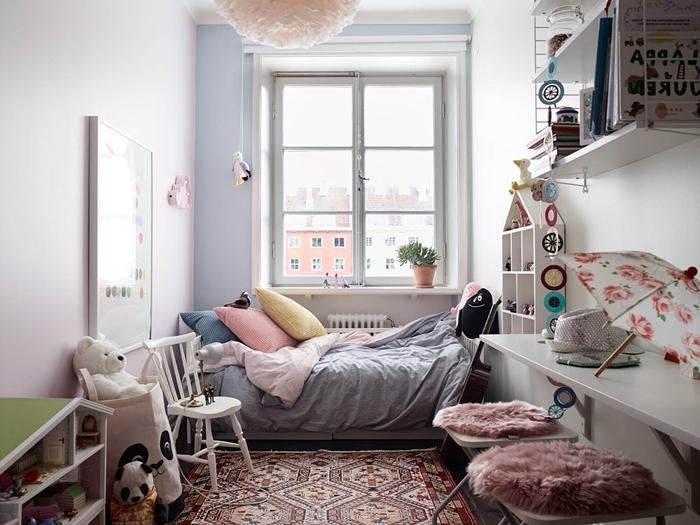 petit espace bureau mur blanc chaise housse rose poudré chambre pour ado fille cocooning peinture bleu pastel