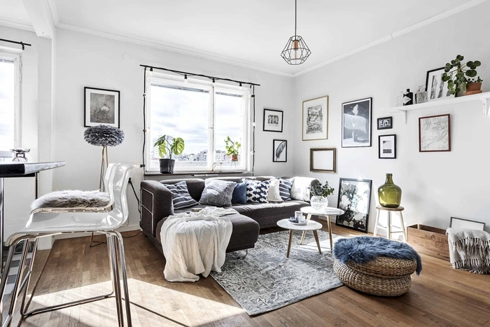 petite cuisine ouverte décoration cocooning canapé gris anthracite coussins décoratifs guirlande lumineuse ampoules