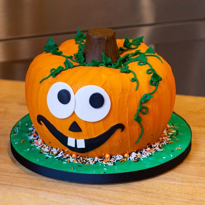 plateau pâtisserie glaçage colorant alimentaire orange citrouille yeux fondant blanc et noir courge halloween feuilles sucre