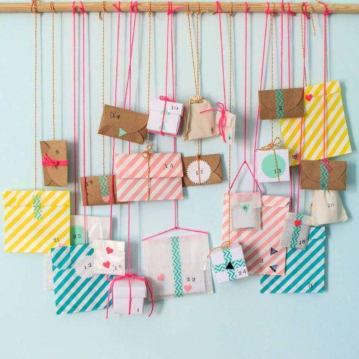 pochettes et rouleau de papier toilette recyclé comme calendrier de l avent a faire soi meme sur branche de bois