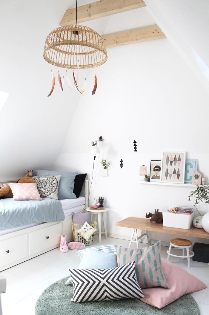 poutres bois apparentes plafond sous pente déco chambre ado fille 14 ans banquette bois tabouret lit avec tiroirs