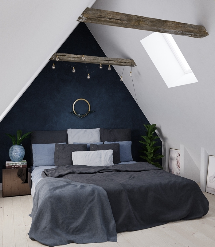 poutres bois brut chambre sous pente quel mur peindre peinture à effet bleu foncé plantes vertes d intérieur