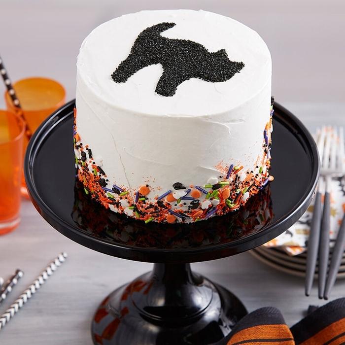 préparation dessert halloween facile glaçage vanille sprinkles sucre chat noir décoration pâtisserie fête octobre